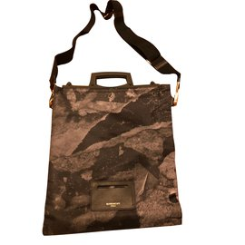 Second hand Givenchy Men bag - Joli Closet 46e2cb1573723
