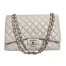 Chanel-Timeless Maxi Caviar grey pearl-Grey