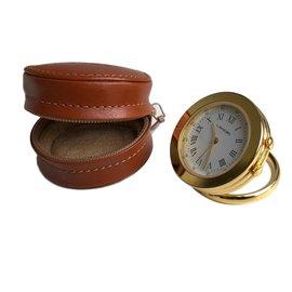 Lancel-Pendulette de voyage Lancel dans son étui cuir-Doré