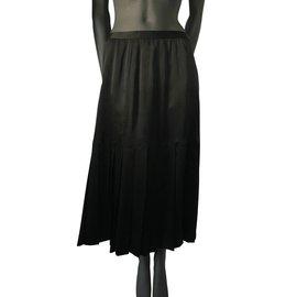 Chanel-Jupe vintage en satin noir Chanel-Noir,Doré