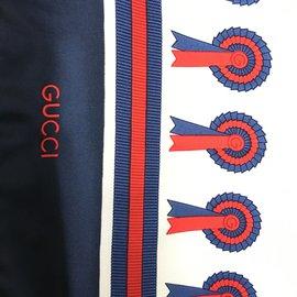 Gucci-Gucci carré vintage thème hippique rare-Blanc,Rouge,Bleu Marine