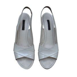 Louis Vuitton-Sandales-Écru