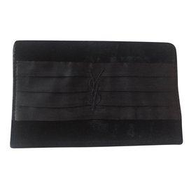 Yves Saint Laurent-Pochettes-Noir