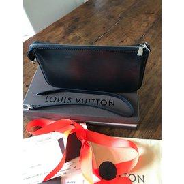 Louis Vuitton-M40632 pochette epi noir-Noir
