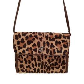 12a0c642f5 Second hand Céline Handbags - Joli Closet