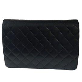 Chanel-Superbe Chanel Classique en agneau matelassé noir en superbe état !-Noir