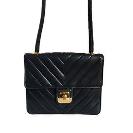 Chanel-Superbe & Rare Sac à chevrons en cuir d'agneau noir-Noir