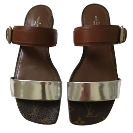 Louis Vuitton-Sandales-cognac