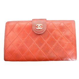 Chanel-Portefeuilles-Rouge