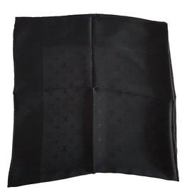 Louis Vuitton-Carrés-Noir