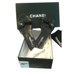 Chanel-Sandales en cuir noir-Noir