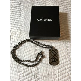 Chanel-Colliers-gris anthracite