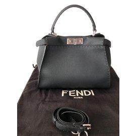 Fendi-Peekaboo-Noir