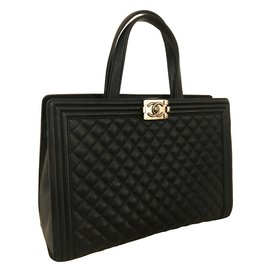 Chanel-CHANEL Black Quilted Calfskin Boy Large Shopping Tote Bag in grained leather-Black