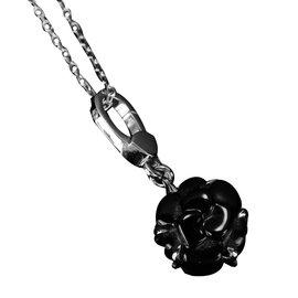 Chanel-Pendentif-Noir