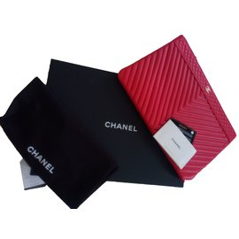 Chanel-O-Case-Red