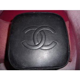Chanel-Vanity-Noir
