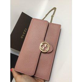 Gucci-Pochettes-Rose
