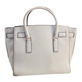 7300c0eeb1d7 Second hand luxury and pre owned fashion - Joli Closet