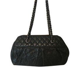 Chanel-Mademoiselle-Noir
