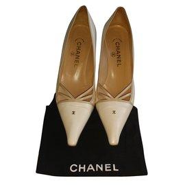 Chanel-Escarpins-Blanc