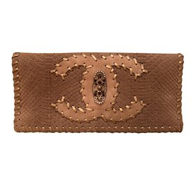 Chanel-Clutch-Beige