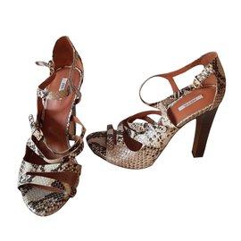4f3634f9d608 Second hand Guess Women Sandals - Joli Closet