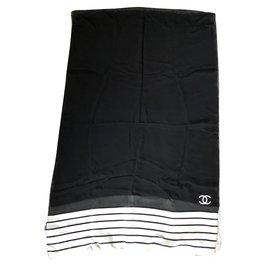 Chanel-Foulard-Noir