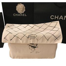 Chanel-Dustbag-White
