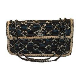 bc81d49f9d16 Chanel-Medium Flap-Noir ...