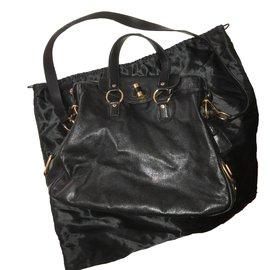 Second hand Yves Saint Laurent Bags - Joli Closet edce34693094a