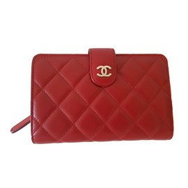 Chanel-Portefeuille-Rouge