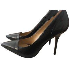 Buffalo-Heels-Black
