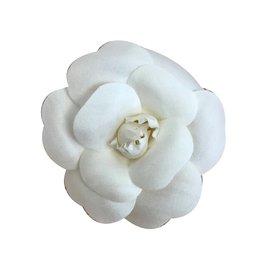 Chanel-Broche camélia-Blanc
