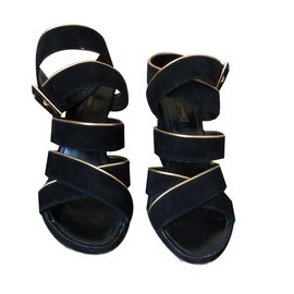 fd1cb79ece68 Second hand Louis Vuitton Women Sandals - Joli Closet