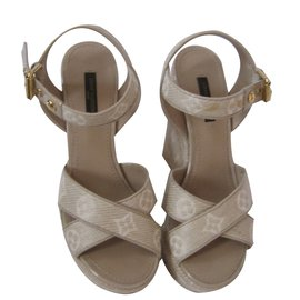 Louis Vuitton-Sandales-Beige