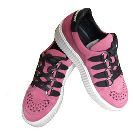 Burberry-sneakers-Pink