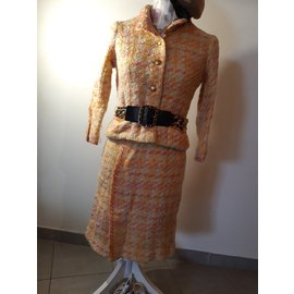 Chanel-Tailleur jupe-pêche