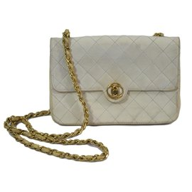 Chanel-Mini-Blanc