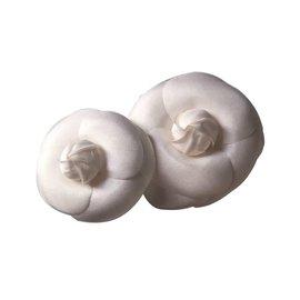 Chanel-Deux camélias en satin-Blanc