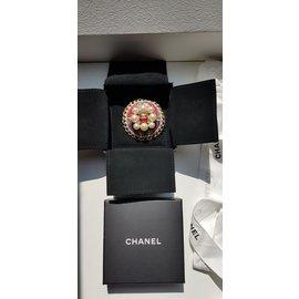 Chanel-Broche-Rouge