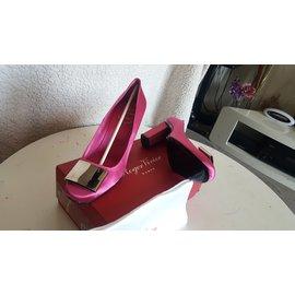Roger Vivier-Heels-Pink