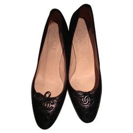 Chanel-Escarpins Chanel cuir et crocodile-Noir