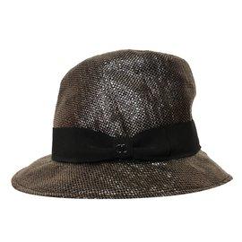 Chanel-Chapeaux-Gris
