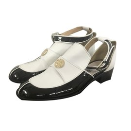 Chanel-Flats-Black,White