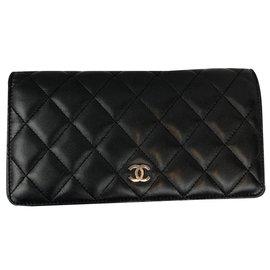Chanel-Classique-Noisette