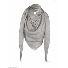 b9c36903c60a Foulards Louis Vuitton occasion - Joli Closet
