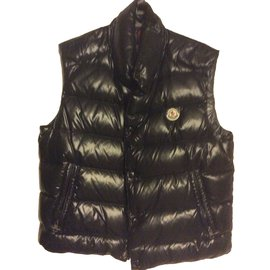 Second hand Moncler Men s clothing - Joli Closet 781e4a7452f