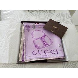 Gucci-Carré-Autre