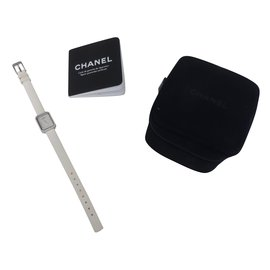 Chanel-Montre-Blanc